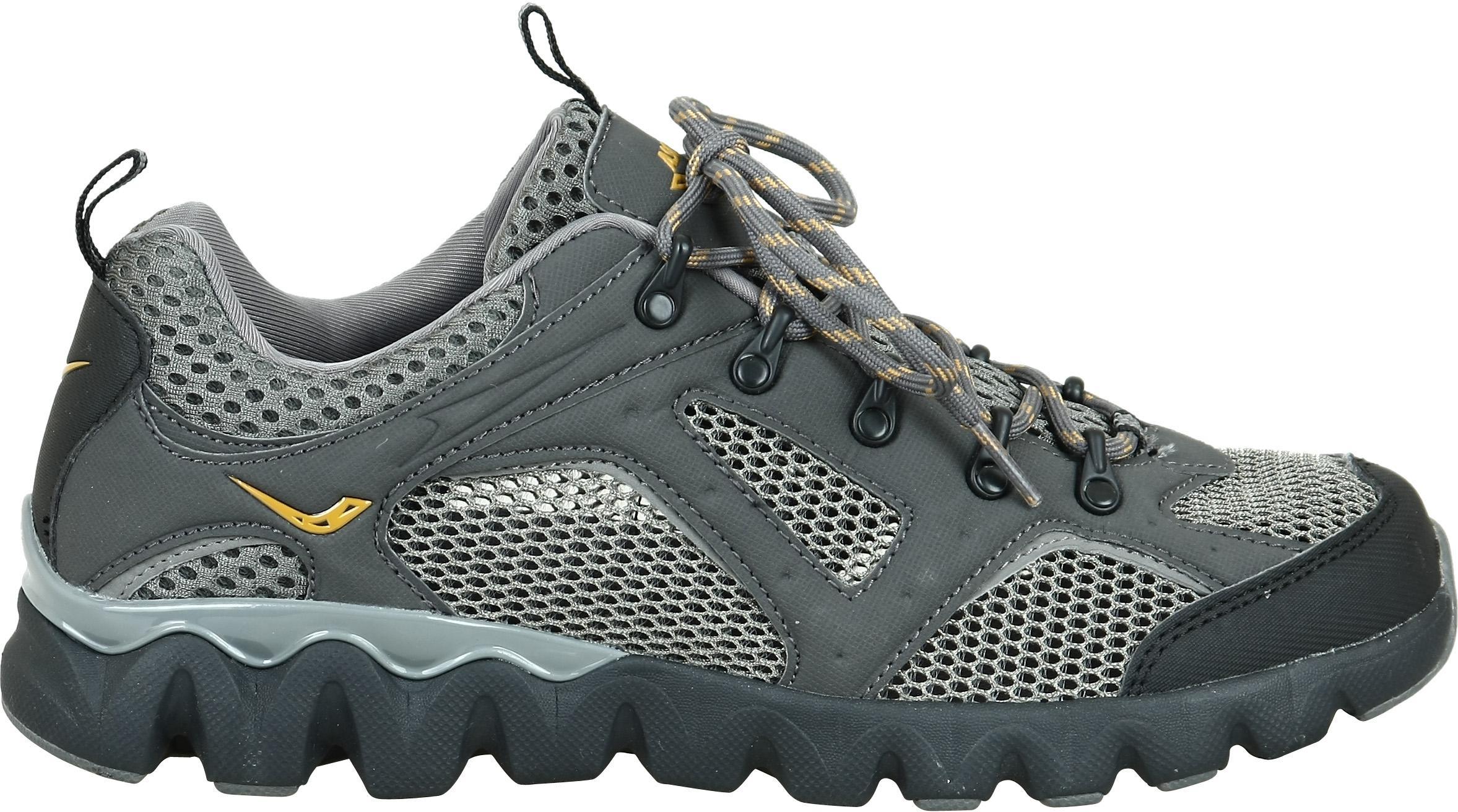 Пришивания язычка зимних кроссовках позволяет предотвращать попадание влаги внутрь обуви