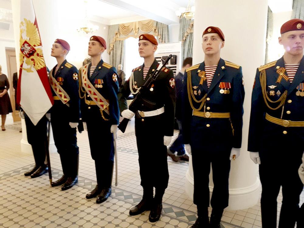 частности новая форма национальной гвардии россии фото вечеринки это