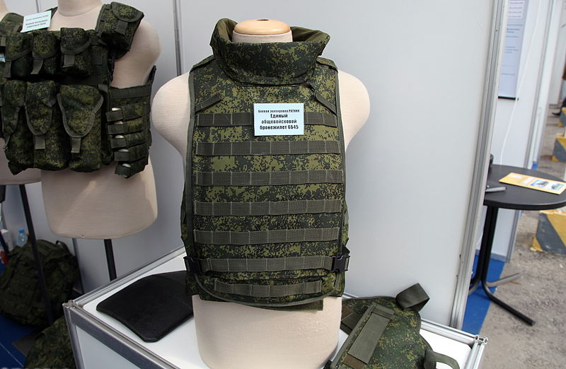 800px-6B45_bulletproof_vest_-_InnovationDay2013part1-61